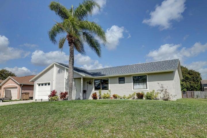571 SE Crescent Avenue, Port Saint Lucie, FL 34984