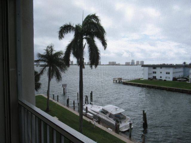 100 Paradise Harbour Boulevard 407, North Palm Beach, FL 33408