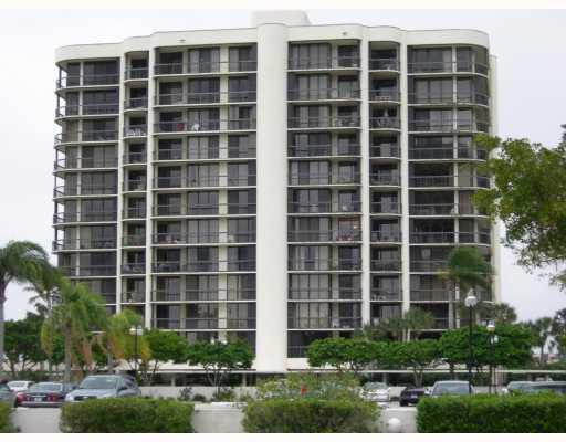 2427 Presidential Way, 204, West Palm Beach, FL 33401