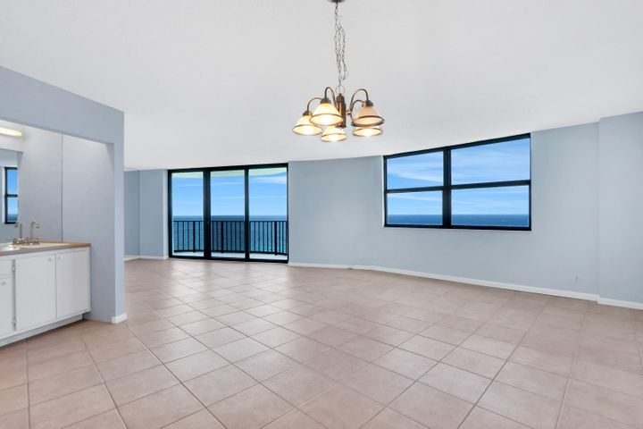 5420 N Ocean Drive 2401, Singer Island, FL 33404