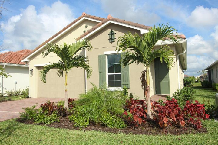 9955 SW Trumpet Tree Circle, Port Saint Lucie, FL 34987