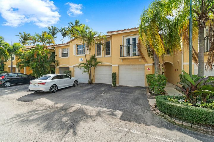 1130 Lake Shore Drive 202, Lake Park, FL 33403