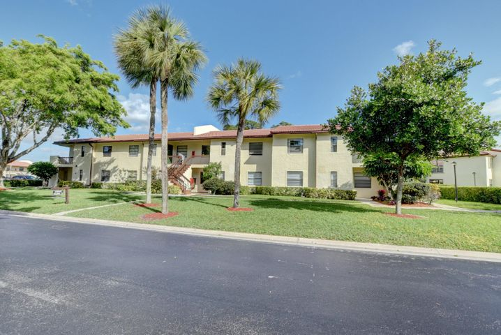 IMMACULATELY KEPT 1ST FLOOR 2/2 UNIT IN PET -FRIENDLY  55+ COMMUNITY! GLASS ENCLOSED PATIO WITH A PRIVATE VIEW AND WHITE TILES THROUGHOUT.LARGE WALK-IN CLOSET IN MASTER BEDROOM AND WASHER/DRYER IN UNIT. THIS HOME IS CLOSE TO DINING,SHOPPING AND MAJOR HIGHWAYS WITH OPTIONAL MEMBERSHIP TO THE BOCA LAGO COUNTRY CLUB.