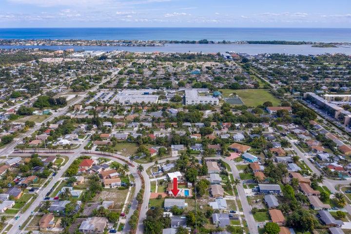 300 Ocean Parkway, Boynton Beach, FL 33435