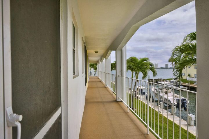 110 Shore Court 204, North Palm Beach, FL 33408