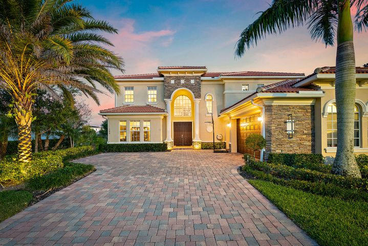 148 Casa Circle, Jupiter, FL 33458