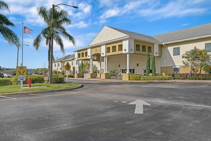 23 Chatham A, West Palm Beach, FL 33417