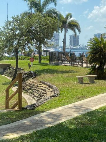 1618 Twelve Oaks Way #104 W/40ft Boat Slip, North Palm Beach, FL 33408