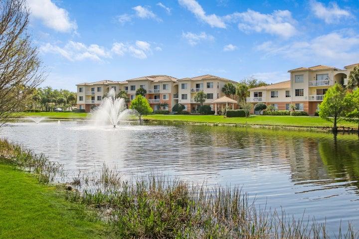 7207 Myrtlewood Circle W, Palm Beach Gardens, FL 33418