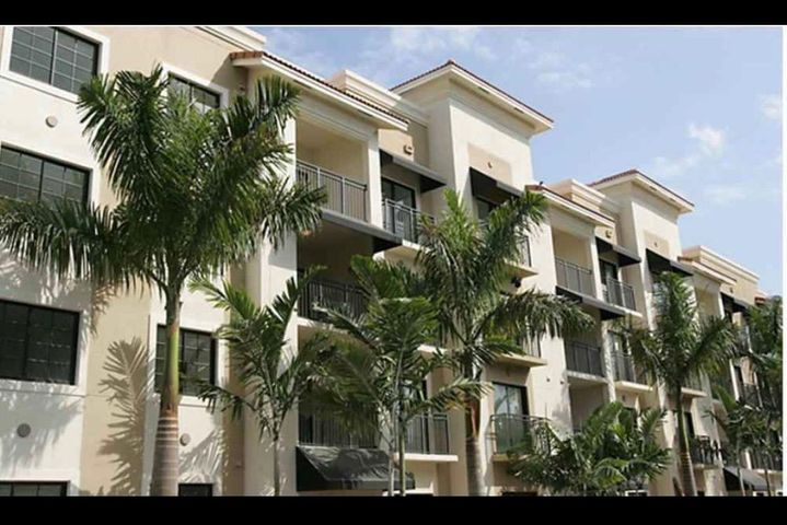 AVAILABLE 2021 Season starting January. Fabulous updated 2 bedroom, 2 bathroom condo in the perfect Palm Beach Gardens location! Come enjoy your time without a worry if you choose this turnkey condo to call home! No pets, good credit & clean background report.  3 months minimum per association & owner prefers 6 months.