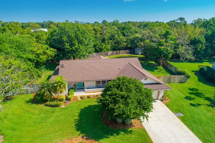 2961 NE Heather Court, Jensen Beach, FL 34957