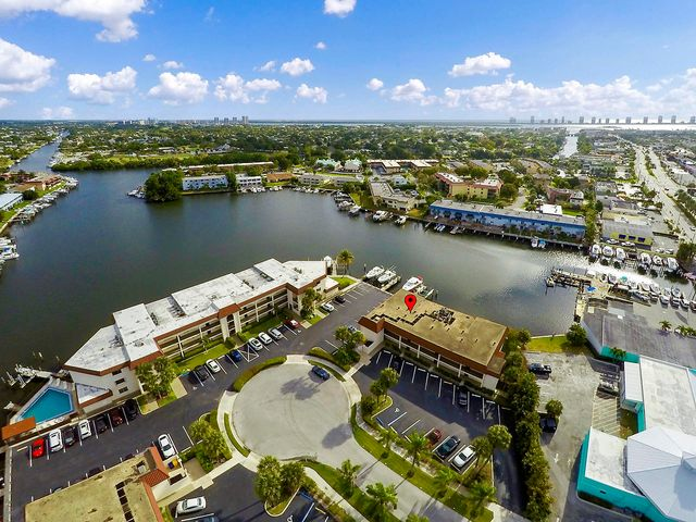 312 Lake Circle 208, North Palm Beach, FL 33408