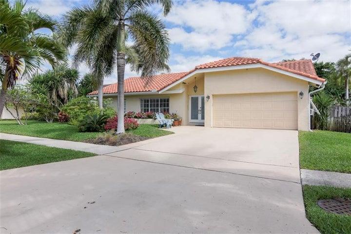 399 Apache Lane, Boca Raton, FL 33487
