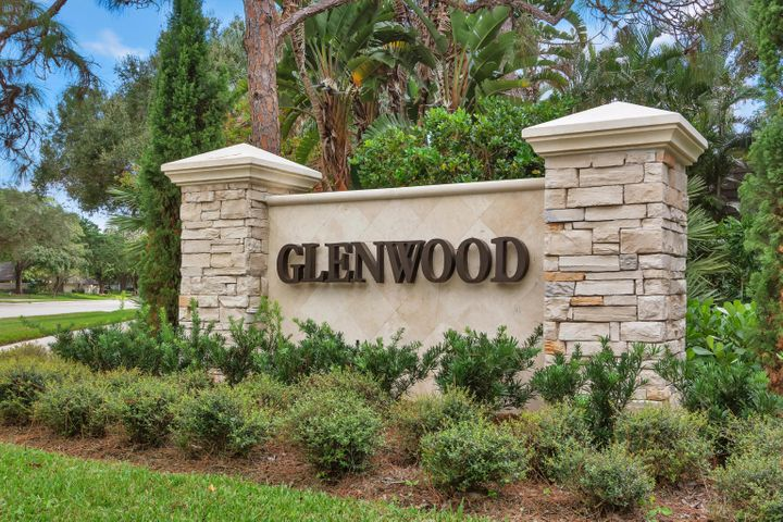 Updated townhouse in the PGA National Development. Home of the Honda Classic. Great location. Close to I-95 and Turnpike.AC, HWH, kitchen appliances and washer/dryer less than 5 years.