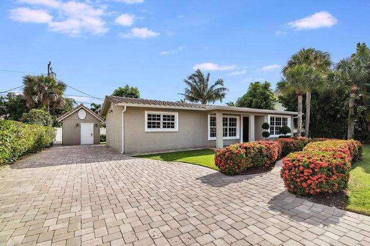 2064 N Suzanne Circle, North Palm Beach, FL 33408