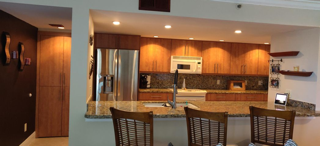 Renovated Kitchen - wooden Cabinets with Pull out drawers