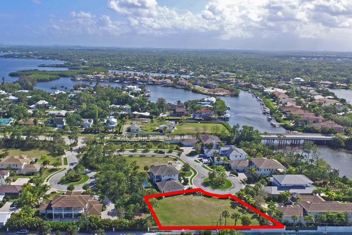 18635 SE St Augustine Way, Tequesta, FL 33469