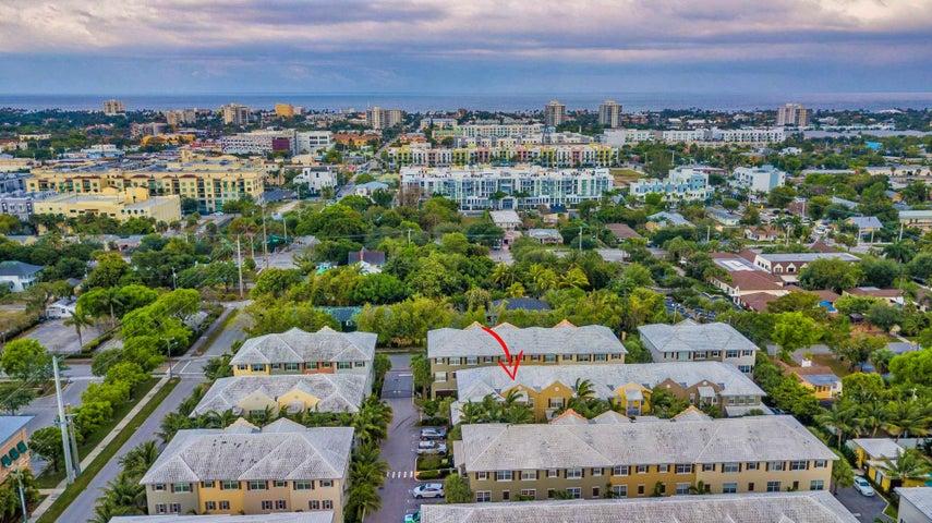 107 E Coda Circle, Delray Beach, FL 33444