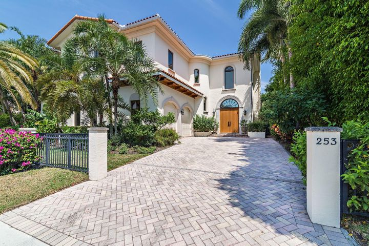First time on the market!!! Located in the heart of Palm Beach, this ultimate in upscale townhouse living property is move in ready and only 1.5 blocks from the beach or intracoastal and is walking distance to shops and restaurants. Featuring an open floor plan with 4 bedrooms, 4.5 baths, 12' high coffered ceilings, fireplace, private pool, hurricane impact windows, 2- car garage, a downstairs bedroom and more! With over 3,000sf. of beautiful living space, Seminole Estates is the perfect Palm Beach Home.