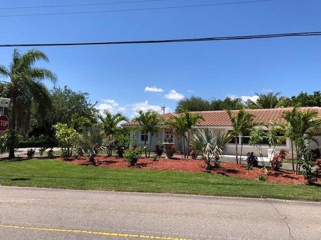8219 W Lake Drive, Lake Clarke Shores, FL 33406