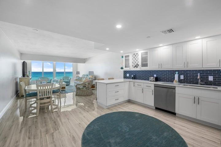 Expansive open kitchen!