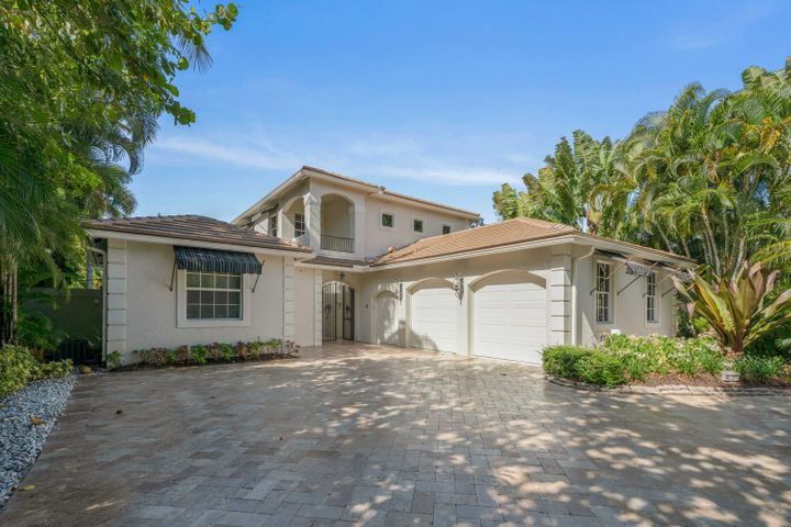A beautifully, tastefully renovated 4,000 sq ft courtyard estate home.  four bedrooms, 4 full baths and 2.5 half baths, 2.5 garage and lots of storage area.  Dock will accomodate a 70 ft boat.  Large grassed backyard about 70 ft deep, for outdoor entertainment.  Pool and spa with marble stone decking.  Separate guest quarters.  South exposure, impact glass.  Don't hesitate, a must see home.  Move right in.
