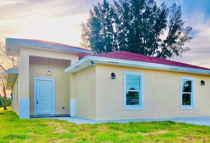 723 Hibiscus Drive, Royal Palm Beach, FL 33411