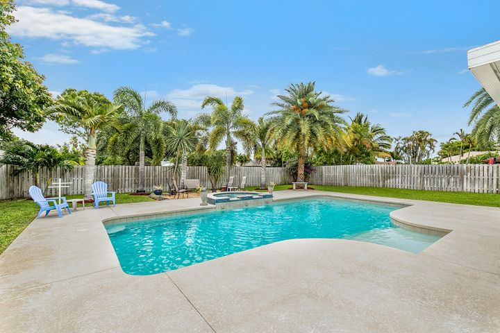 102 Heron Parkway, Royal Palm Beach, FL 33411
