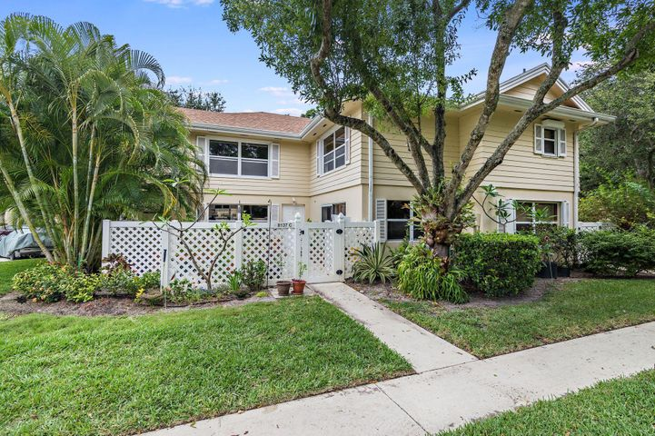 8137 Bridgewater Court 37c, Lake Clarke Shores, FL 33406