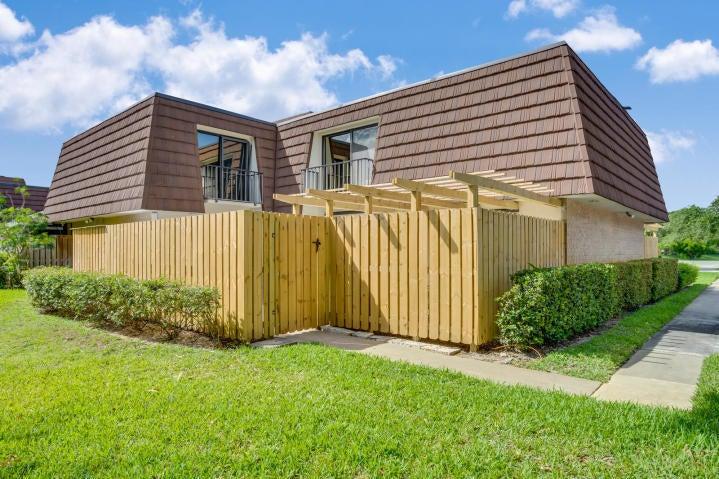 821 8th Lane, Palm Beach Gardens, FL 33418