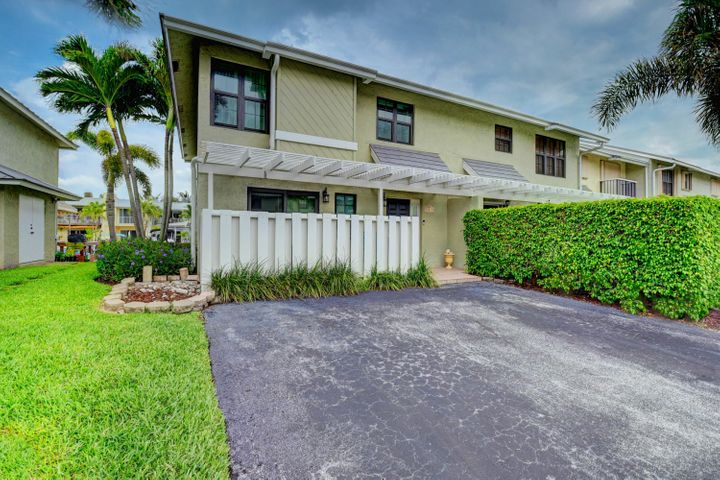 718 NE 12th Terrace 8, Boynton Beach, FL 33435