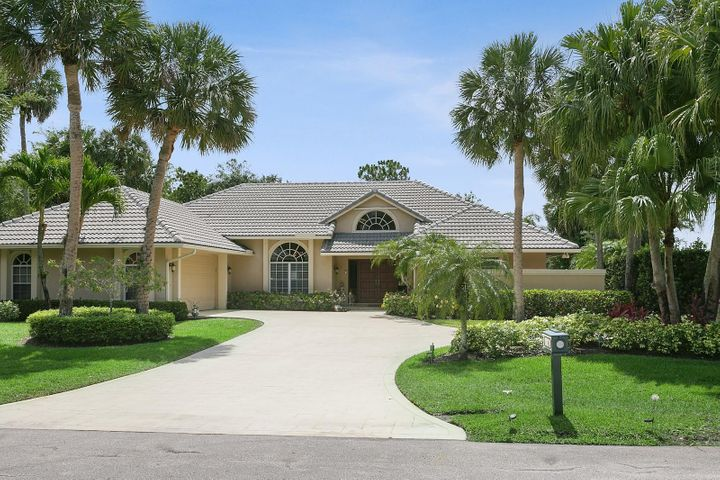 11 Huntly Circle, Palm Beach Gardens, FL 33418