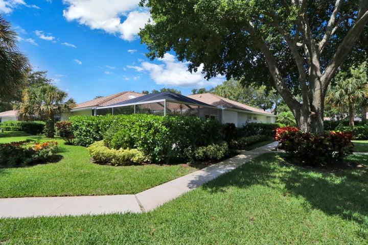 8602 Chapman Oak Court, Palm Beach Gardens, FL 33410