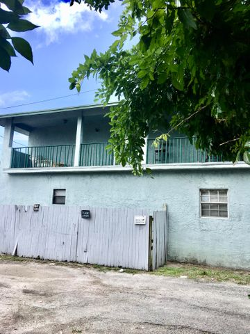 1015 N Tamarind Avenue, West Palm Beach, FL 33401