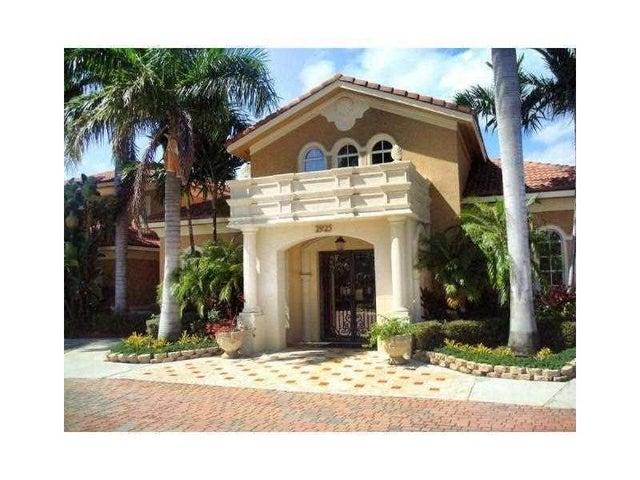 901 Villa Circle, Boynton Beach, FL 33435