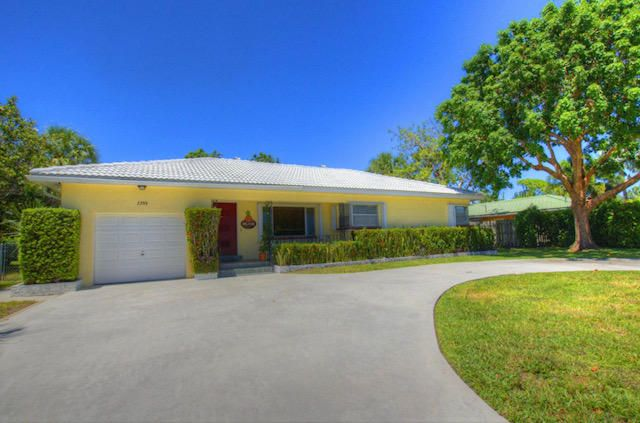 ** Beautifully Furnished!*** This home is Florida Living! Turnkey and ready to enjoy all South Florida offers. Minutes to the beach and close to all the finest restaurants and shopping you may desire. This home is impeccably kept and ready for immediate occupancy.