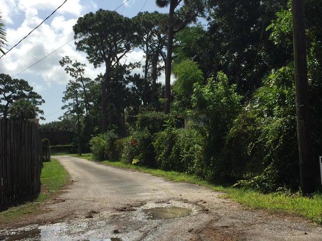 4066 George Lane, West Palm Beach, FL 33406