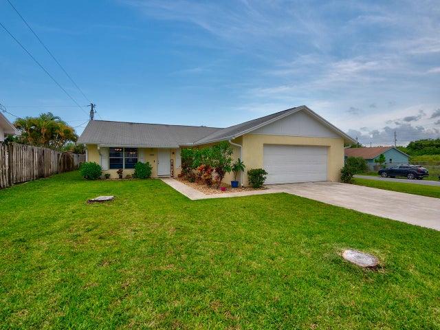 7581 SE Dove Street, Hobe Sound, FL 33455