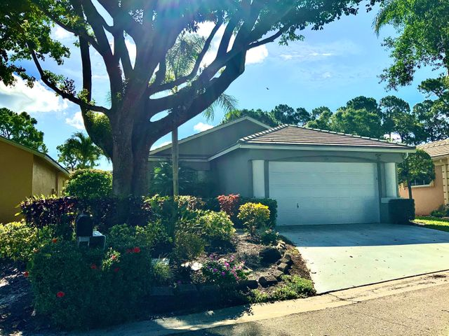 153 Harbor Lake Circle, Greenacres, FL 33413