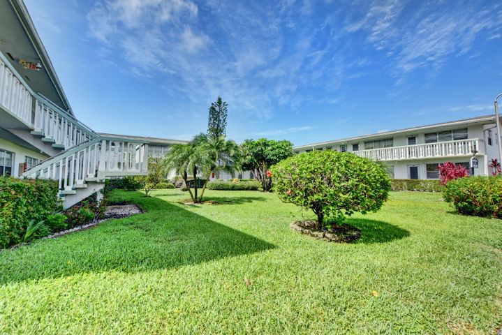 116 Kingswood F, West Palm Beach, FL 33417