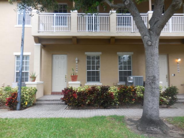 2607 NW 7th Street, Boynton Beach, FL 33426