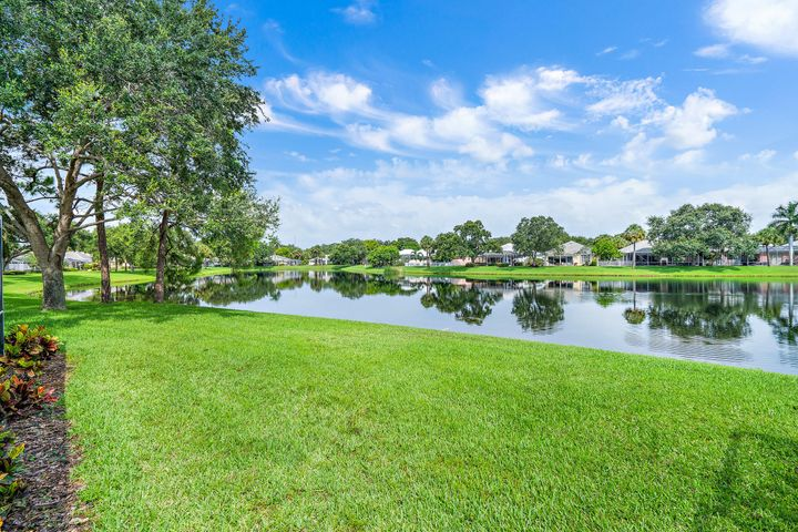 4197 Royal Oak Drive, Palm Beach Gardens, FL 33410