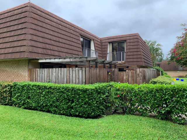 1005 10th Lane, Palm Beach Gardens, FL 33418