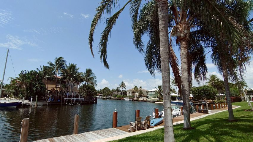 30\\' PRIVATE DOCK Included!