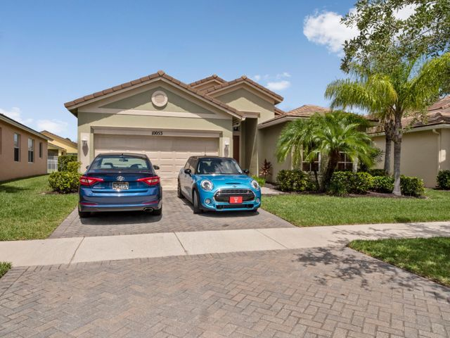 Lovely, True 4/2/2 With Large, Expansive Rear Covered Patio in Desirable, Gated Heritage Oaks. New Water Heater 2020. New Whirlpool SS Appliance Package 2019. New R-19 Attic Insulation 2018. Roman Tub/Dual Vanity With Roman Tub in Master Bath. Tray Ceiling In Mstr Bdrm. Reasonable HOA Fees Include Manned Gatehouse, Fitness Center, Clubhouse (Currently Being Refreshened), Resort Pool, Roof Cleaning, Pest Control,  Cable, etc, etc. Best Value In Tradition.  Close to Everything.
