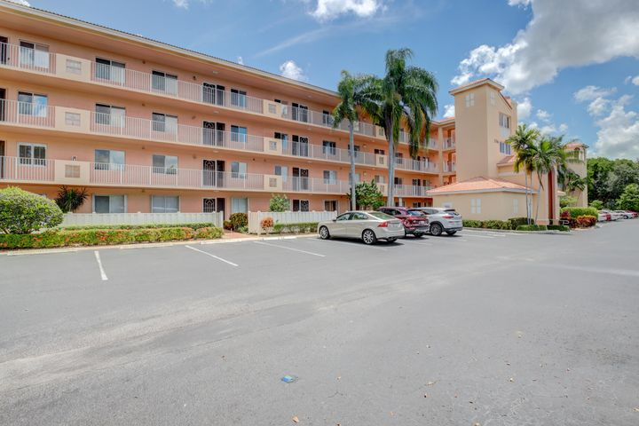 5746 Crystal Shores Drive 103, Boynton Beach, FL 33437
