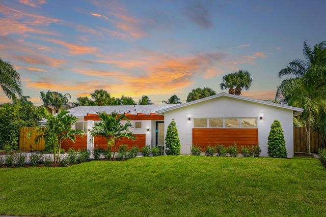 Need a Short Stay Rental? Look no further, Spotless Single Family House in Palm Beach Gardens close to Beaches and Gardens Mall, Fine Dinning Close to PBI International Airport.