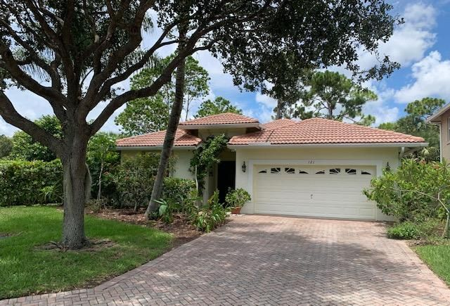 FURNISHED COURTYARD STYLE 3BED/3BATH PRIVATE CORNER LOT   INTERIOR CANAL WATER-  POOL W/PAVERS, PERGO, CORIAN , PANTRY, VAULTED CEILINGS, WALK-IN CLOSET.GREAT RENTAL IN GATED COMMUNITY.2 PETS ALLOWED ... SEPARATE GUEST HOUSE WITH 1 BED/1 BATH WITH PRIVATE ACCESS.