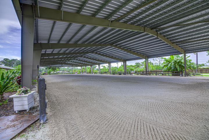 5 ACRE FARM WITH COVERED ARENA!