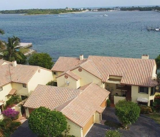6 Via Lago, Boynton Beach, FL 33435
